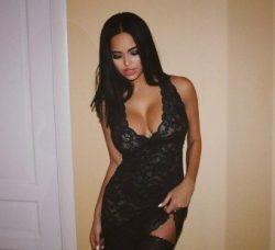 Горячая девушка ищет парня  для секса без обязательств